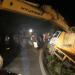 Camión doble eje se vuelca en la carretera Sabana de la Mar