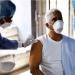 Los vacunados superan a los contagiados en el país