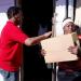 Comedores Económicos entrega cajas navideñas en bateyes de Barahona